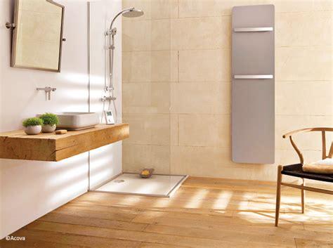 salle de bain en bois le bois sublime la salle de bains d 233 coration