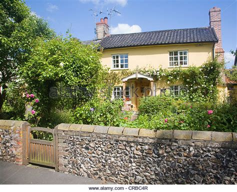 English Country Cottage Roses Stock Photos & English