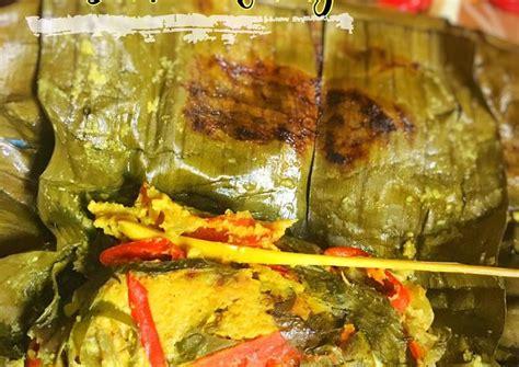 Masak lagi hingga kuah mengental, ikan matang sempurna dan empuk. Resep membuat Pepes Ikan Patin Bumbu Kuning - Resep enak ...