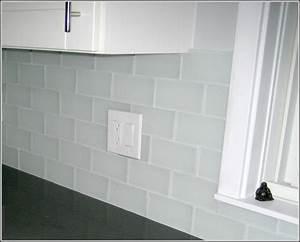 Clear glass mosaic tile backsplash tiles home design for Clear glass tile backsplash pictures
