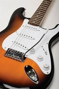 Fender Squier Bullet Fat Strat Stratocaster Arctic White