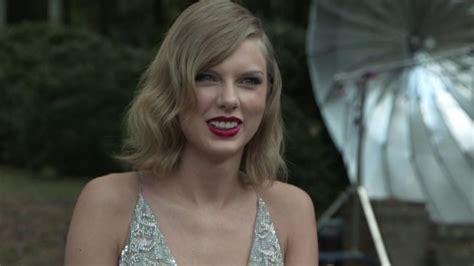 Taylor Swift Recreates Mia Farrow's 1974 'People' Cover ...