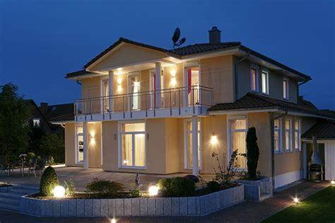 Moderne Zweigeschossige Häuser by Mediterane Villa 180 M 178