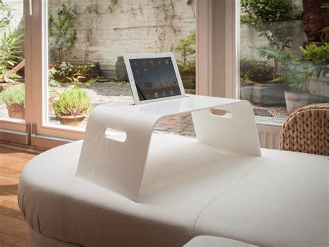 Tablett Frühstück Im Bett by Und Tablet Halterung F 252 R Sofa Und Bett Trimborn