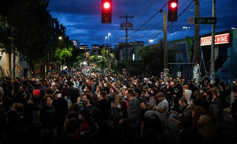 trump warns    seattle protest zone