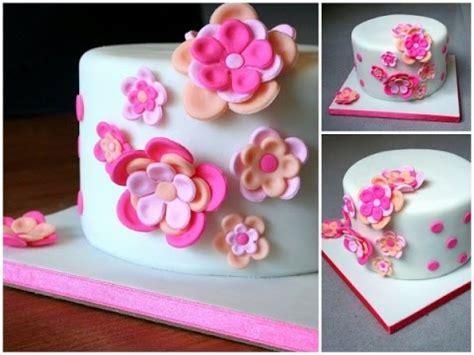 cuisiner avec des fleurs cake design décoration d 39 un gateau avec des fleurs