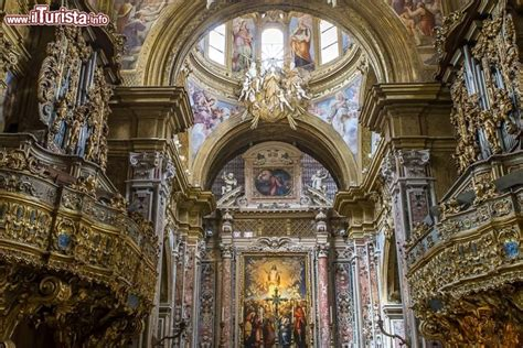 linterno  barocco napoletano della chiesa foto