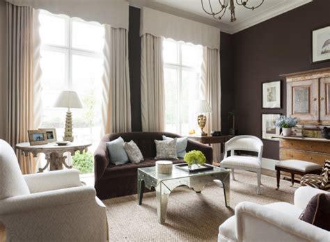 canapé et fauteuil assorti peinture salon marron 28 idées magnifiques pour l 39 intérieur