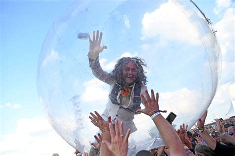 flaming lips perform  audience  plastic bubbles