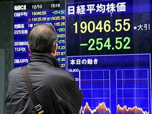 Global stocks slip, oil prices resume decline - CBS News