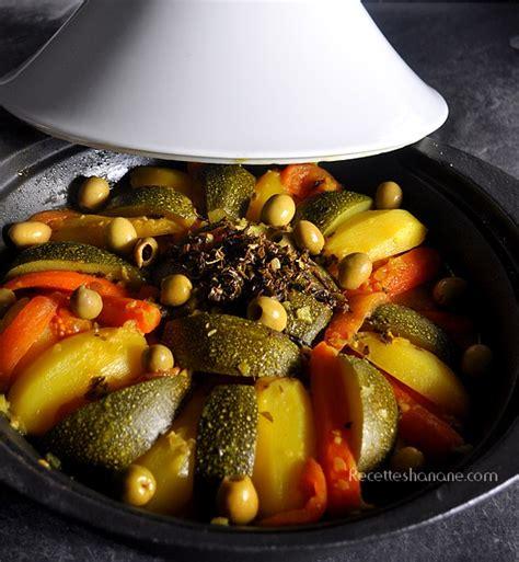 cuisiner avec un tajine en terre cuite tajine au poulet et légumes recettes by hanane