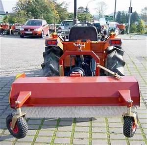 Häcksler Für Traktor : kehrmaschine kehrwalze km120 120cm f r traktor kubota iseki motorger te fritzsch gmbh ~ Eleganceandgraceweddings.com Haus und Dekorationen