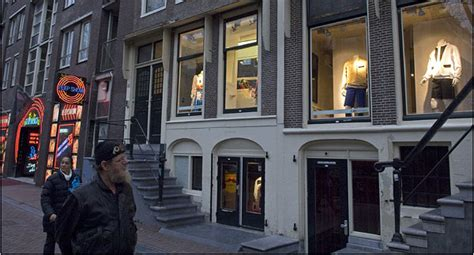 light district new york amsterdam tries upscale fix for light district crime