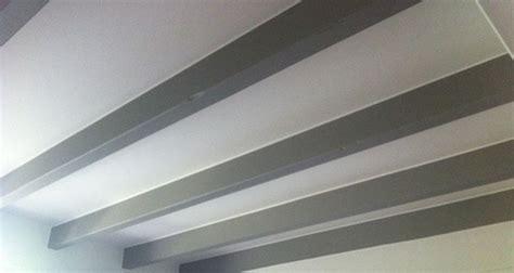 les gamelles au plafond poutres apparentes plafond deco accueil design et mobilier