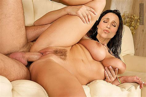 Julia Louis Dreyfus showing her pussy and tits and fucking hard - Pichunter