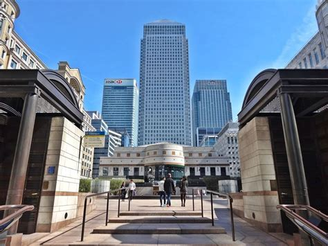 Canary Wharf London - Shopping with Thames View