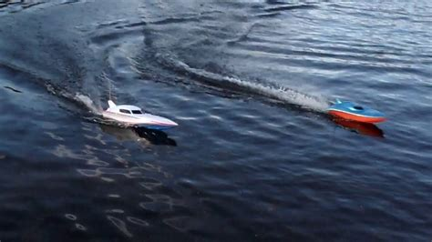 Fast Rc Boat Videos by Cheap Fast Toy Grade Rc Boats On A Lake Youtube