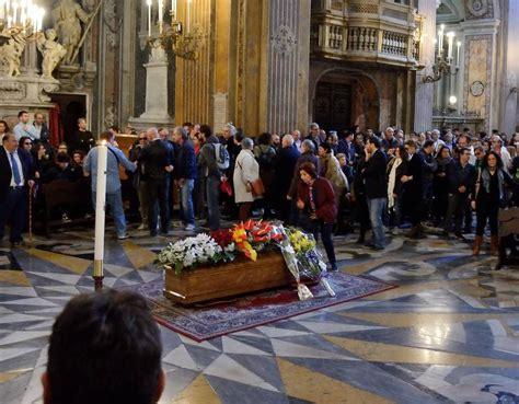 Olivia, sorella minore della berté, definì 'stupendo' il periodo che mia martini stava vivendo. Folla commossa nella chiesa degli artisti per il funerale ...
