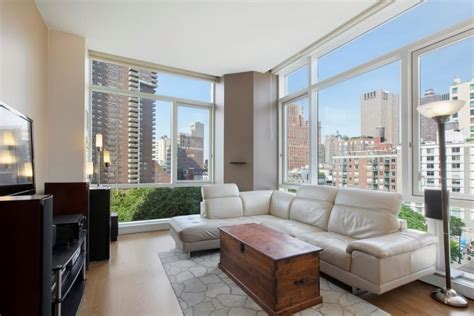 Apartment Sofas Nyc by These Nyc Apartments All 5 000 A Month And Come