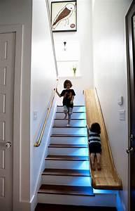 Wandgestaltung Treppenhaus Einfamilienhaus : sch ne wohnideen f r beleuchtetes treppenhaus mit rutsche in 2019 design f r zuhause treppe ~ A.2002-acura-tl-radio.info Haus und Dekorationen