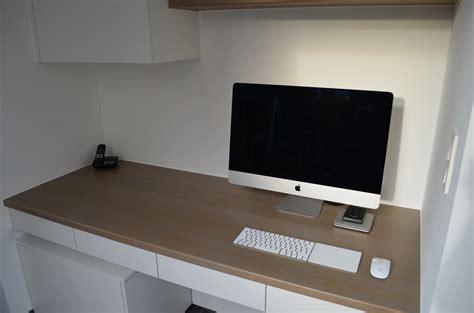 bureau mat ingebouwd bureau in mat witte lak met vergrijsd eiken
