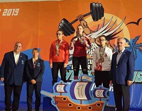 Video: Svarcēlāja Ivanova ar U17 Eiropas rekordu izcīna zeltu - Spēka sports - Sportacentrs.com