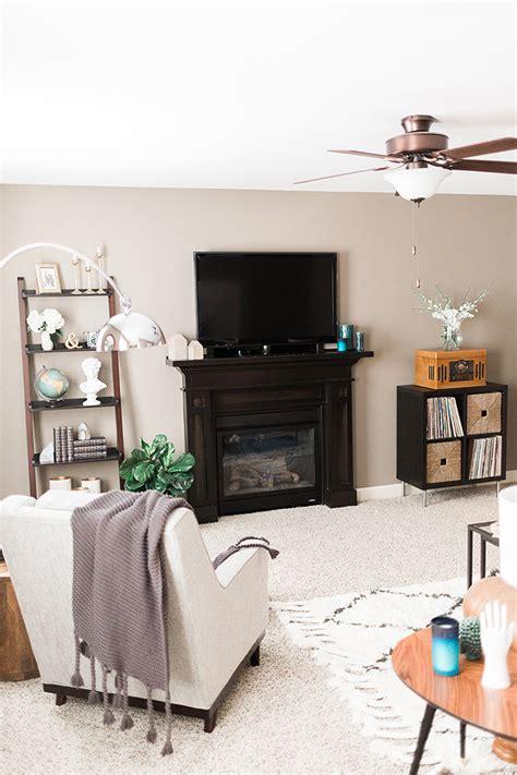 living room   brunette