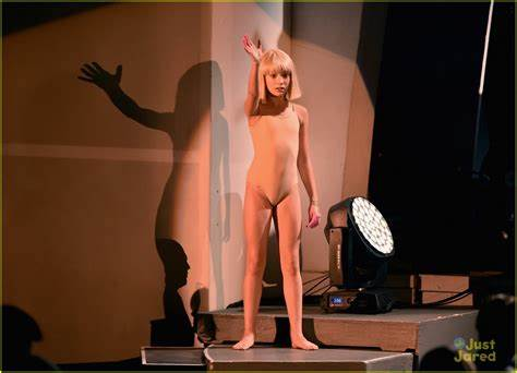 Just Jared Action 10 Story Shares Maddie Ziegler Dances For Sia At We Exploited Survive
