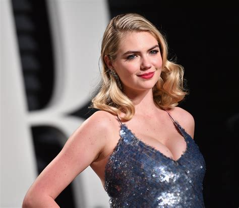 Swimsuit model Kate Upton flaunts 'stunning' curves in ...