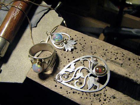 Craft Tutorials Galore At Crafterholic! Metal Jewelry