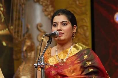 Shobana Vignesh Singer Mahanadhi Thiruvaiyaru Chennaiyil Season