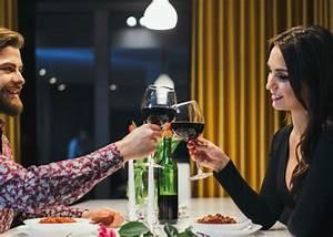 Wie Hält Man Ein Weinglas : wein etikette wie haelt man ein weinglas richtig gesellschaft berichte ~ Watch28wear.com Haus und Dekorationen