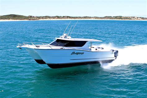 Catamaran Or Boat by Outlaw 12 0m Walkaround Catamaran Review Boatadvice