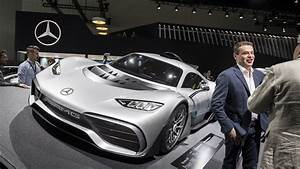 Amg Project One : mercedes amg project one steals the thunder from cls at la auto show drivers magazine ~ Medecine-chirurgie-esthetiques.com Avis de Voitures