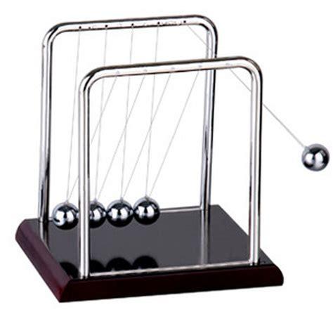 swinging balls on desk t0427081