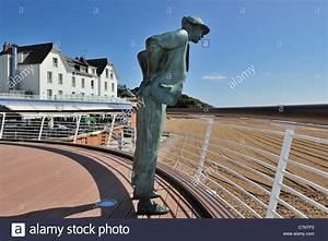 Hotel De La Plage Film : h tel de la plage and statue of monsieur hulot jacques ~ Nature-et-papiers.com Idées de Décoration