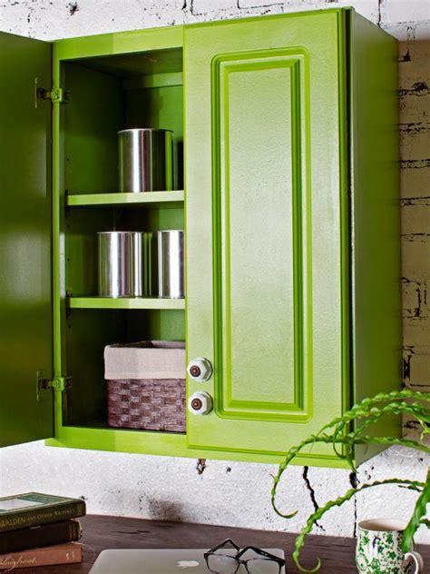 comment peindre des meubles de cuisine comment peindre un meuble de cuisine avec une peinture en