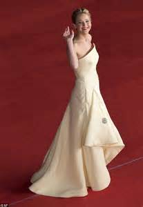 katniss everdeen wedding dress stuns in lemon meringue gown at the hunger catching premiere in