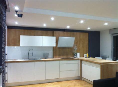 éclarage de la cuisine avec spot led de basse tention bois