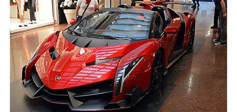 lamborghini veneno roadster spotted  italy autofluence