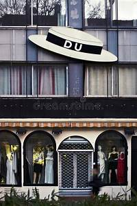 Magasin Audio Paris : boutique in paris editorial photo image of striking 40713381 ~ Medecine-chirurgie-esthetiques.com Avis de Voitures