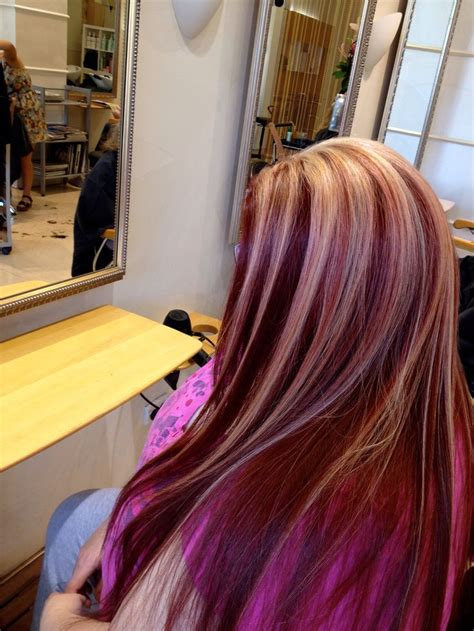 red hair  blonde highlights love hair ideas