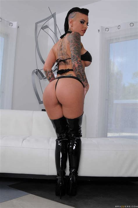 Christy Mack Gets Her Ass Fucked In Sexy Boots Picture 02