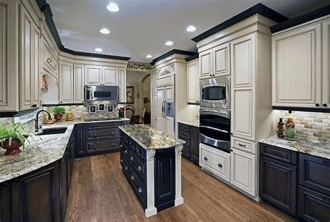 kitchen with two color cabinets kitchen cabinets two different colors 8770