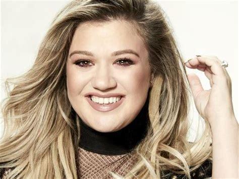 Kelly Clarkson Set to Host 2018 Billboard Music Awards