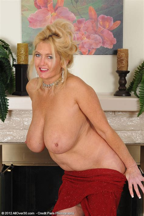 Juggy Mif Tahnee Taylor Flaunt Her Big Shakers Milf Fox