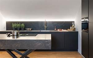 Schwarze Hochglanz Küche : gro schwarzer granit k che fotos zeitgen ssisch ideen f r die k che dekoration ~ Sanjose-hotels-ca.com Haus und Dekorationen