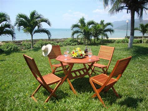Garden Table Chairs by 4 Or 6 Seater Wooden Garden Table And Chairs Set