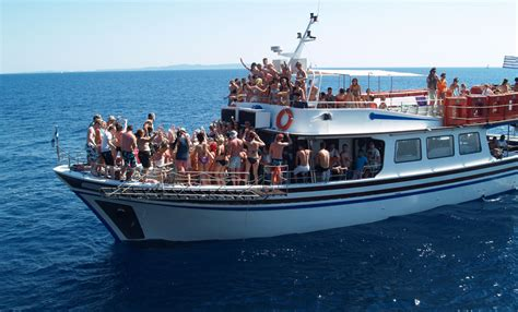 Best Party Boat Miami by How To Organize An Event On Party Boat In Miami