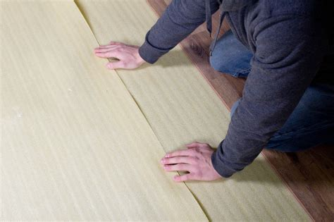 installing underlayment for laminate flooring how to install 2 in 1 vapor barrier flooring underlayment